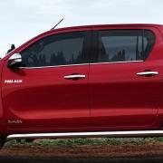 Нижние молдинги стекол для Toyota Hilux (2015 - ...)