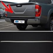 Окантовка нижней кромки крышки багажника для Nissan Navara (2015 - ...)