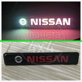Неоновая эмблема Nissan